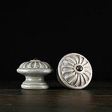 Nábytok - Úchytka - knopka šedá- vzor č. 4 velký - 10310958_