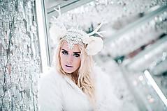 Ozdoby do vlasov - Kvetinová koruna s bielým parožím - 10307748_