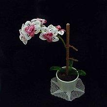 Dekorácie - Orchidej bílorůžová z korálků - 10311793_
