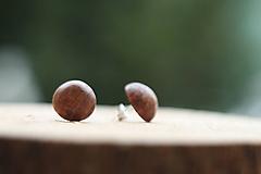 Náušnice - Drevené náušnice- guľatý orech - 10314328_