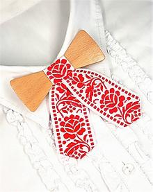 Náhrdelníky - Dámsky drevený motýlik - 10314476_