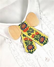 Náhrdelníky - Dámsky drevený motýlik - 10314506_