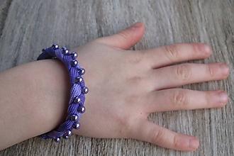 Detské doplnky - Dievčenský pletený náramok s perličkami, č. 2554 - 10313547_