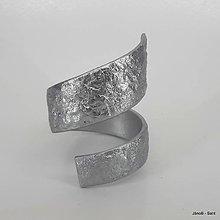 53847f38f Náramky - Drevený náramok s kovovým efektom striebro - 10314296_