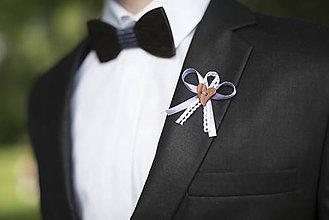 Pierka - Fialovo - biele svadobné pierka - 10312227_
