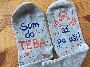"""Obuv - Maľované ponožky s nápisom: """"Som do teba / až po uši"""" (Sivé) - 10311399_"""