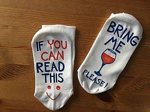 Obuv - Maľované biele ponožky pre milovníčku červeného vínka - 10312943_