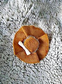 Odznaky/Brošne - Brošňa hnedý klobúk - 10311653_