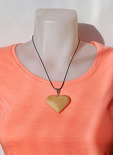 Náhrdelníky - Drevený náhrdelník - Bukové srdiečko...:o) - 10319168_
