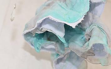 Šatky - STÍŠENIE - bavlnená šatka s aplikovaným hodvábom. - 10321669_