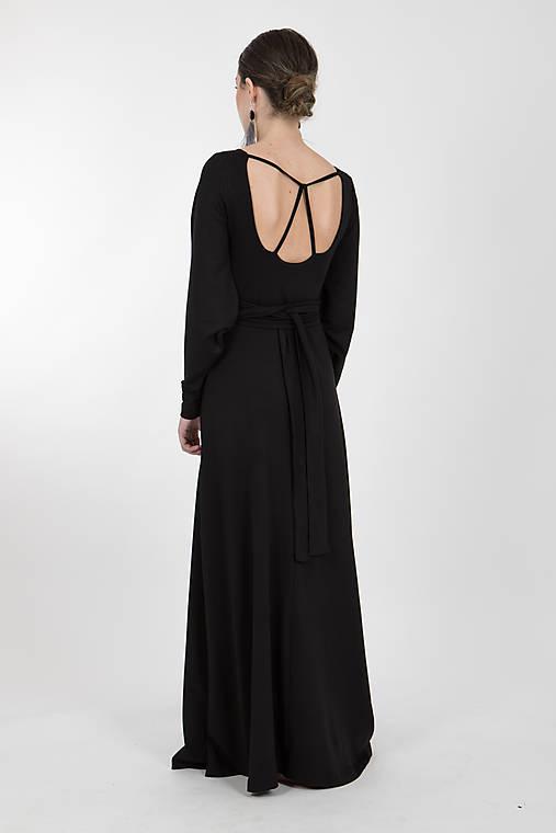 Šaty - -50% MIESTNE DLHÉ MODALOVÉ ŠATY AURÉLIA S OPASKOM (ČIERNA)  - 10323010_
