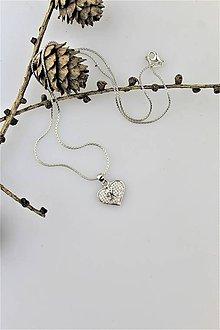 """Náhrdelníky - strieborné srdiečko """"R"""" prívesok z retiazkou (ródiované striebro) - 10322710_"""