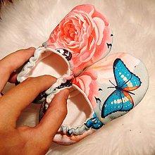 Topánočky - Capačky kvietky a motýle 12-18 mesiacov - 10323597_