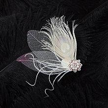 Ozdoby do vlasov - Sponka s pávím perom a skeletovými listami - 10327894_