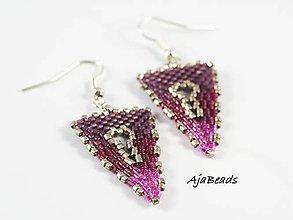 Náušnice - Náušnice - fialové trojuholníky - 10325545_