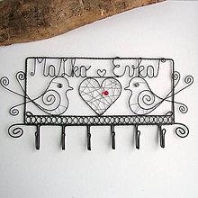 Nábytok - svadobný vešiak s menami - 10330302_