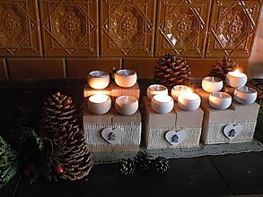 Svietidlá a sviečky - Originální dřevěný svícen se srdíčkem a andílkem - 10331272_