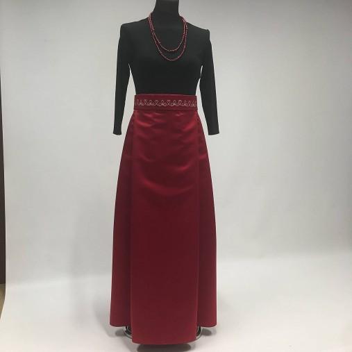 58bfec0971db Skladaná dlhá sukňa - červená s folk opaskom   miracles.style ...