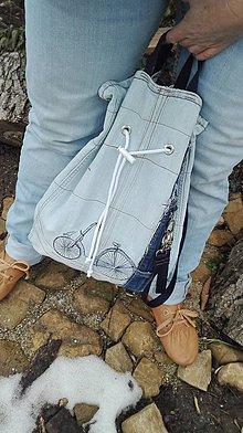Batohy - Batoh / vak z recyklovanej rifľoviny s výšivkou bicykla - 10331935_