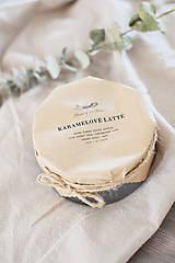 Svietidlá a sviečky - Sójová sviečka v recy plechovke 300g Karamelové latté - 10330500_