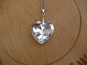 Náhrdelníky - veľké 3D sklenené srdce prívesok - 10330338_