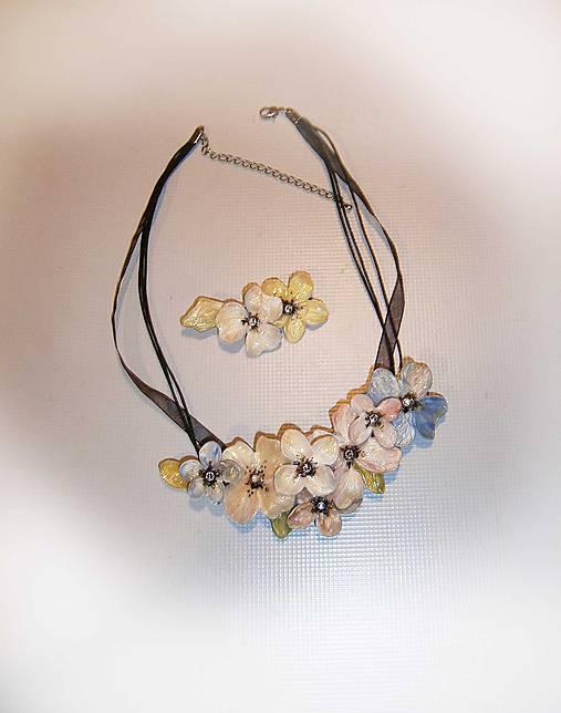 lel,náhrdelník púdrový flowers 178