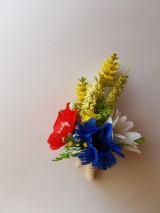 folklórne pierko pre ženícha z lúčnych kvetov