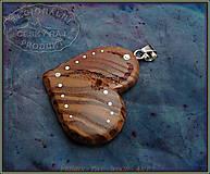 Náhrdelníky - 560. Dřevěný náhrdelník SRDÍČKO  JASAN - 10335549_