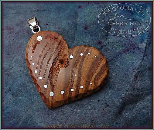 560. Dřevěný náhrdelník SRDÍČKO  JASAN