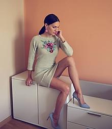 Šaty - VÝPREDAJ -Rozkvitnuté pletené šaty s alpakou - 10335317_