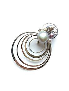"""Odznaky/Brošne - Brošňa B3P """"Jemná elegance"""" světlé perly mix - 10336761_"""