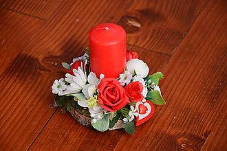 Svietidlá a sviečky - Valentínsky svietnik so srdiečkom a sviečkou na dreve - 10338077_