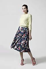 Sukne - Sukňa kruhová modrá s kvetinovým vzorom - 10341653_