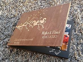 Darčeky pre svadobčanov - Drevený fotoalbum tmavý A4 - 10342495_