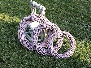 Polotovary - Prútený veniec pastelovo ružový 20cm - 10343699_