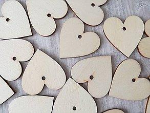 Materiál ručne robený - Drevený výsek - srdce. - 10342426_