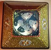 Dekorácie - Zlatá orgonitová pyramída JING JANG s kryštálovým anjelom, ametystami, fluoritmi a keltskými špirálami - 10343882_