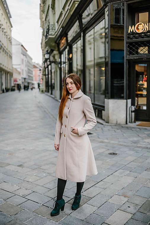 Vlnený kabát princess strihu SEVERANKA-krémový