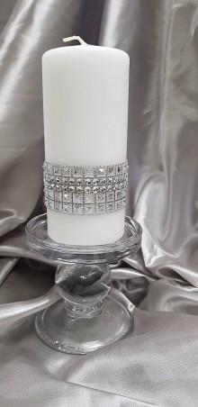 Svietidlá a sviečky - Ručne zdobená biela vosková sviečka, hromnička, so striebornými dekoráciami - 10346324_