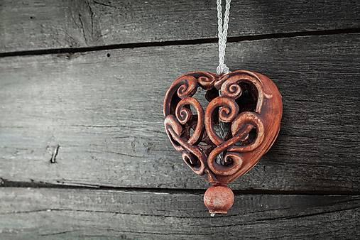 Vyřezávané srdce patina železo