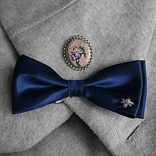 Sady šperkov - Svadobný set - ručne vyšívaná brošňa a motýlik - 10344639_