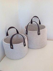 Košíky - Háčkovaný košík s koženými rúčkami - 10345105_