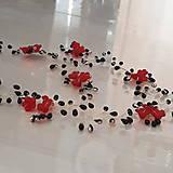 Ozdoby do vlasov - Korálková ozdoba do vlasov s červenými kvetmi - 10347025_