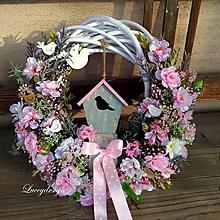 Dekorácie - jarný veniec..ružový s búdkou - 10344480_