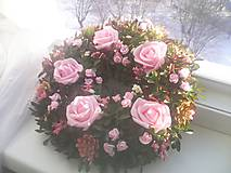 Dekorácie - Veniec na dvere ... ružový kríček ... - 10348952_