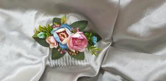 Romantický ružovo modrý kvetinový hrebeň do vlasov
