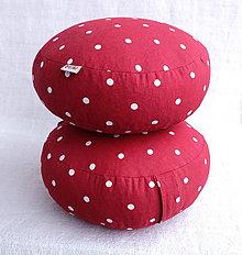 Detské doplnky - FILKI šupkový sedák (hríbik) 8 cm (červený so strednými bodkami) - 10348401_