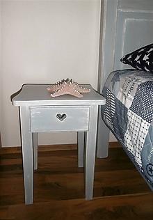 Nábytok - stolček so srdiečkom na zásuvke - 10353468_