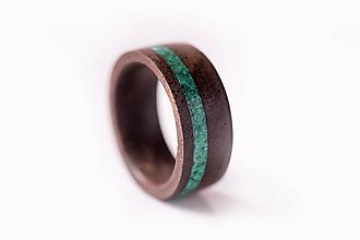 Prstene - Drevený prsteň - orech + malachit - 10351601_