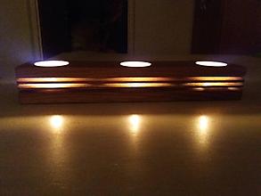 Svietidlá a sviečky - Drevený svietnik so zárezmi - 10351707_